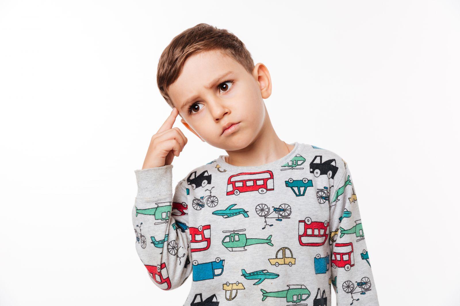 dečak koji razmišlja